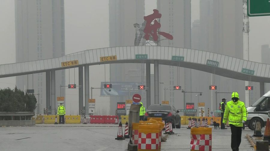 China virus: police block access to Wuhan