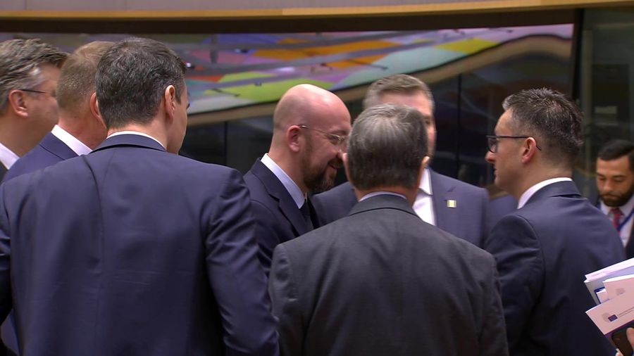 European leaders hold roundtable talks on second day of budget summit
