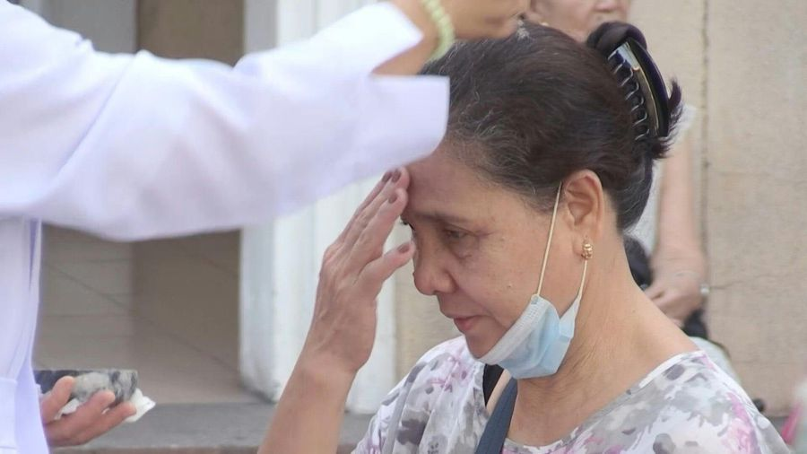 Philippines observes 'no-contact' Ash Wednesday to beat virus