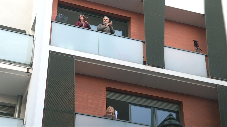 Coronavirus: Residents in Paris outskirts clap, sing for healthcare workers