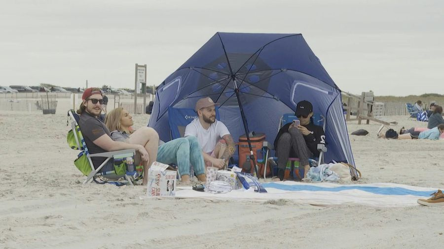 New Yorkers head to the beach on big holiday weekend