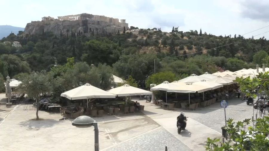 Greece: tavernas, bars and cafes reopen after two months closed