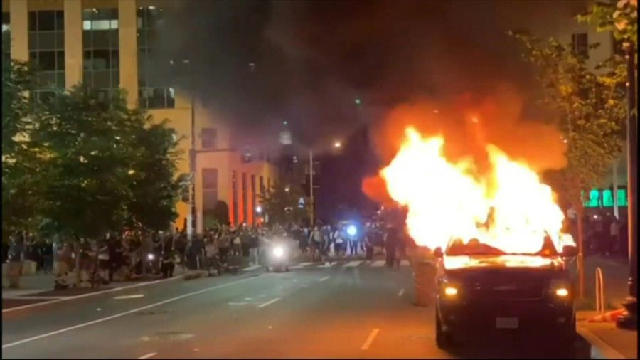 Washington DC: protesters confront police during George Floyd protest