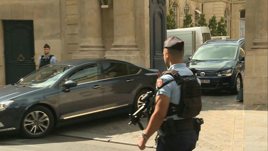 Comings and goings at Matignon after French PM resigns