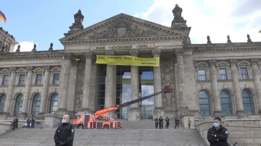 Angry climate activists hang giant banner on Reichstag