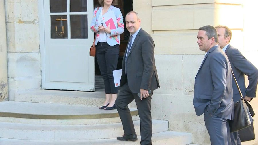 French PM welcomes trade unions to Matignon
