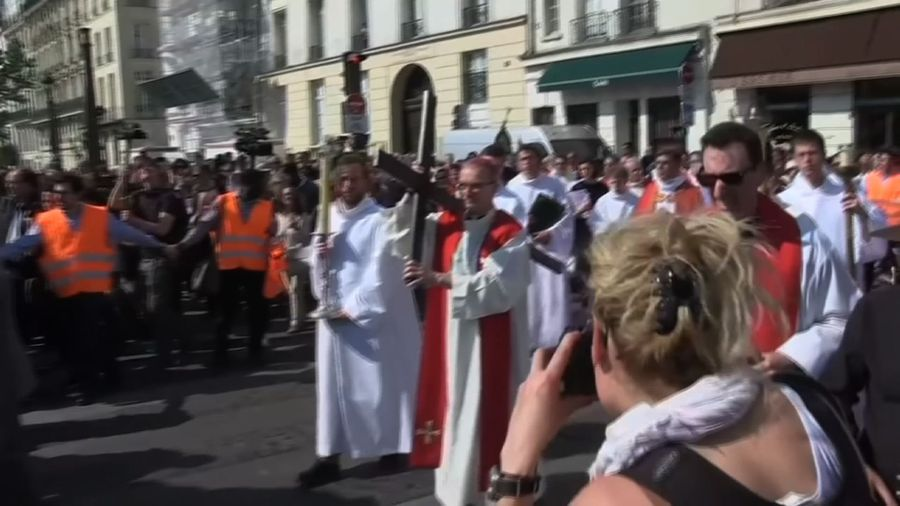 Faithful join Way of the Cross procession in Paris