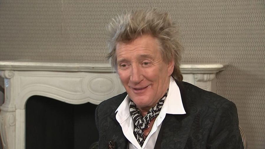 Rod Stewart not getting strung out over new album
