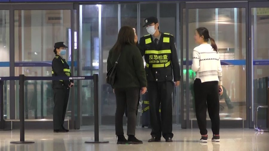 Anxiety rises in China, abroad as virus spreads