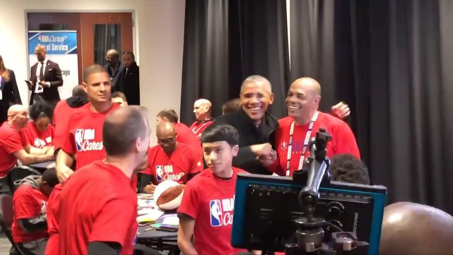 Obama makes surprise appearance at NBA event