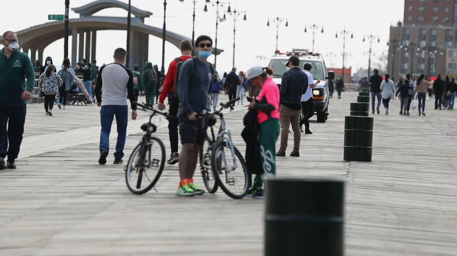 US beaches draw Memorial Day weekend crowds