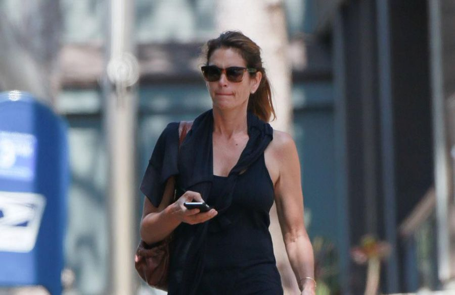 Cindy Crawford expected career to be over by 25