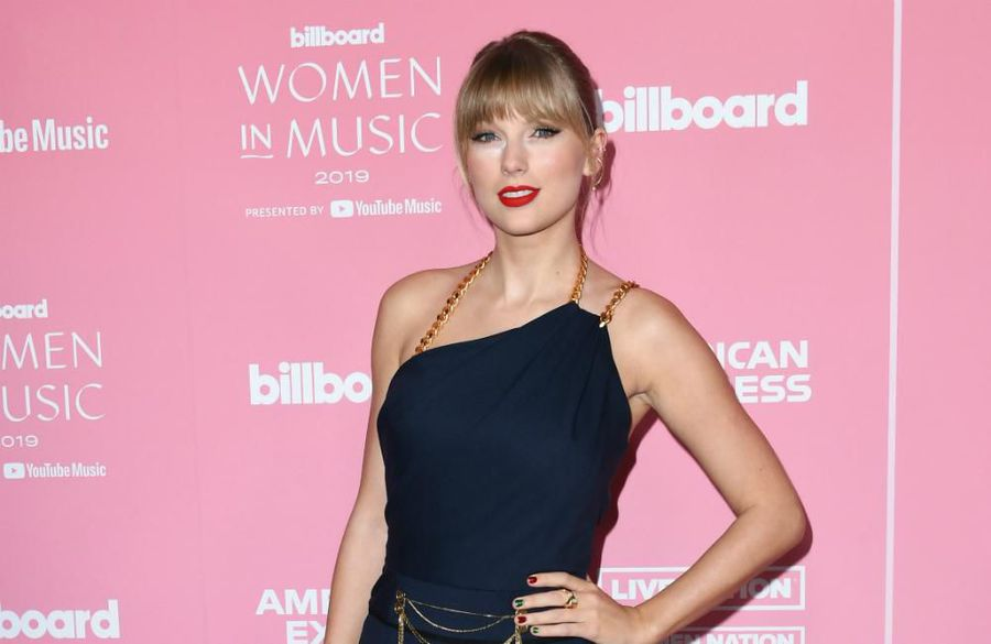 Taylor Swift takes aim at Scooter Braun in powerful speech as she accepts Billboard award