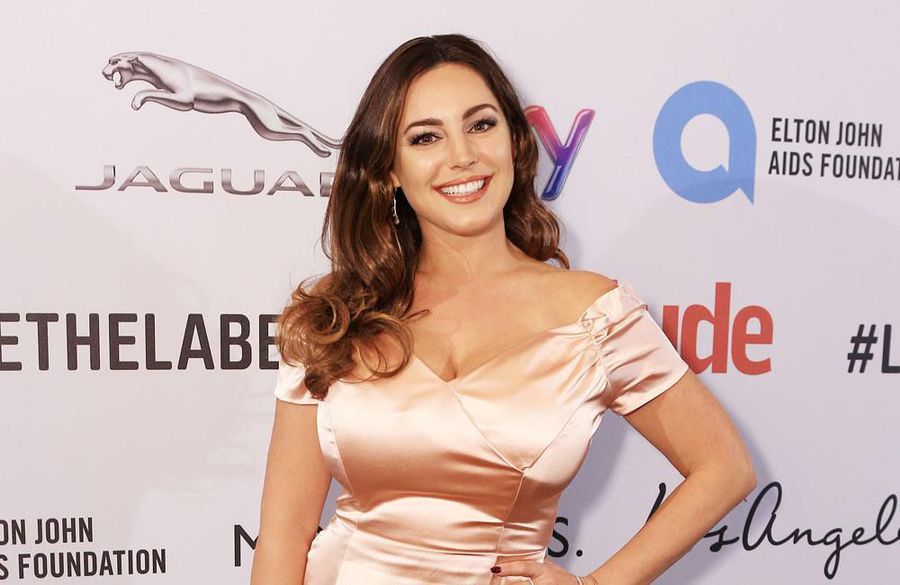 Kelly Brook wants to host Great British Bake Off