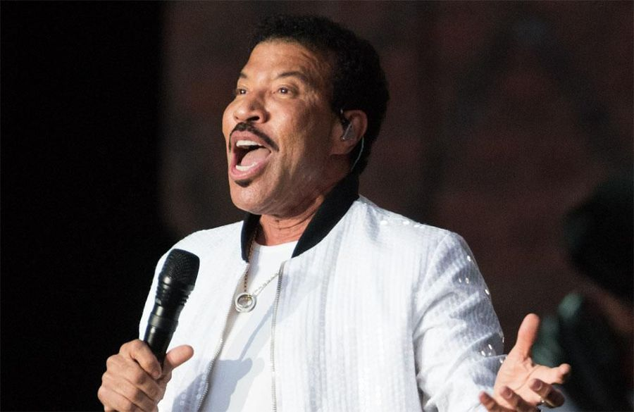 Lionel Richie struggles giving daughters love advice