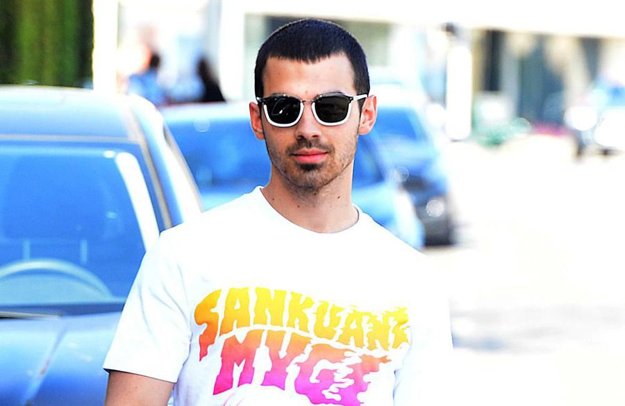 Joe Jonas needs beer for wedding