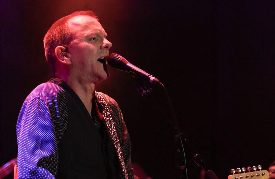 Kiefer Sutherland injures ribs