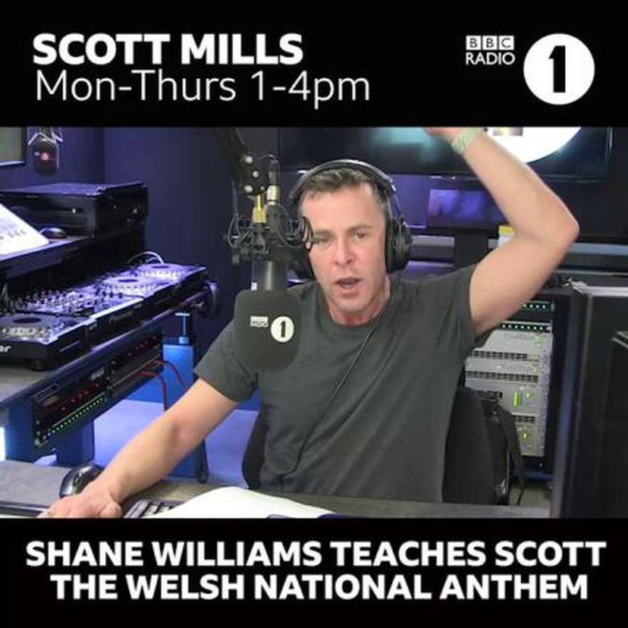 Shane Williams teaches DJ Welsh anthem