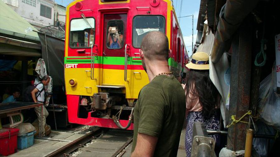 The market that 'steps aside' for trains