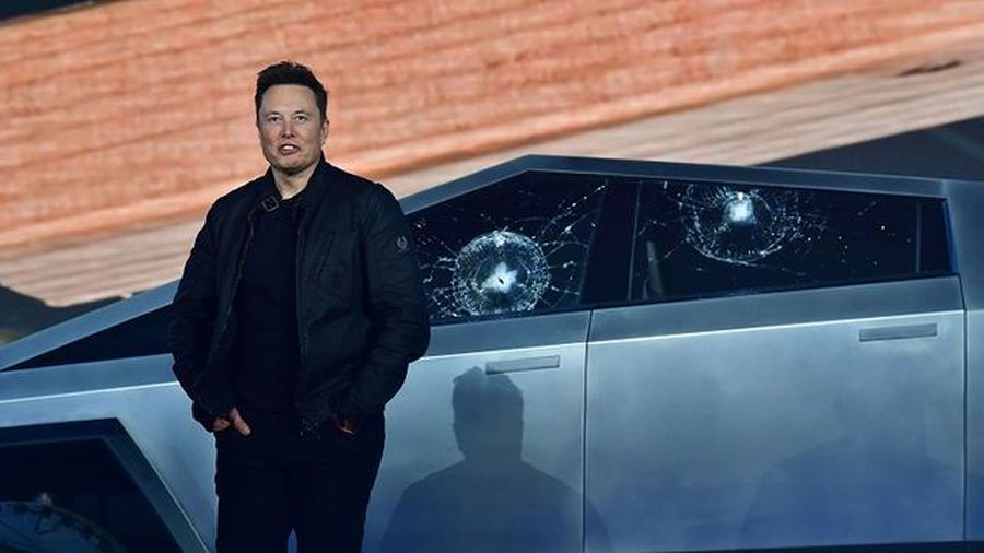 Tesla Truck Demo Goes Awry as Shatterproof Windows Shatter