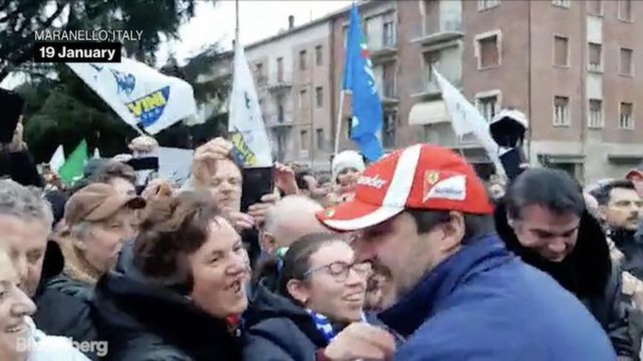 Salvini Greets Supporters Ahead of Hotly-Contested Regional Vote