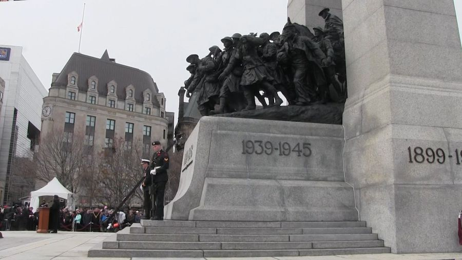 With silence and salutes, Canadians mark Remembrance Day in Ottawa