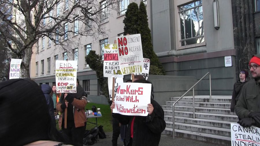 Protests over LNG pipeline continue in B.C., Ontario