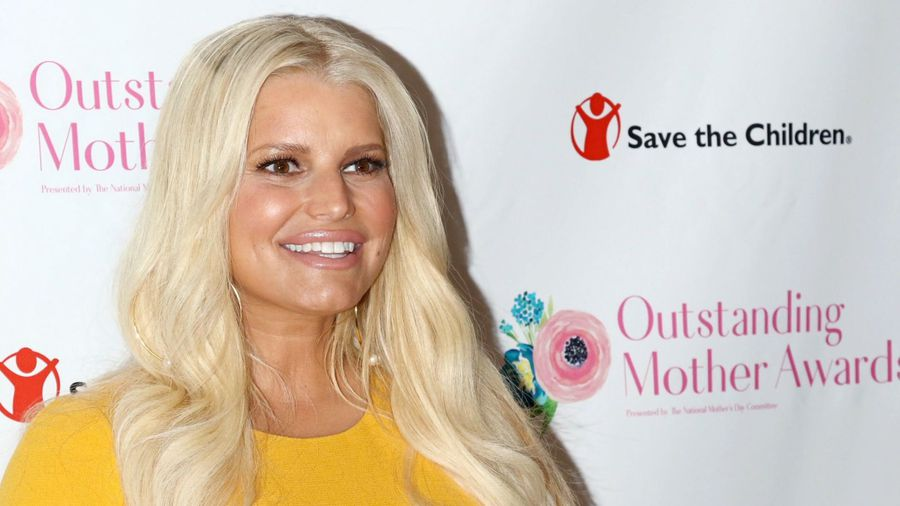 Jessica Simpson carried cup 'filled to the rim' with alcohol at height of addiction