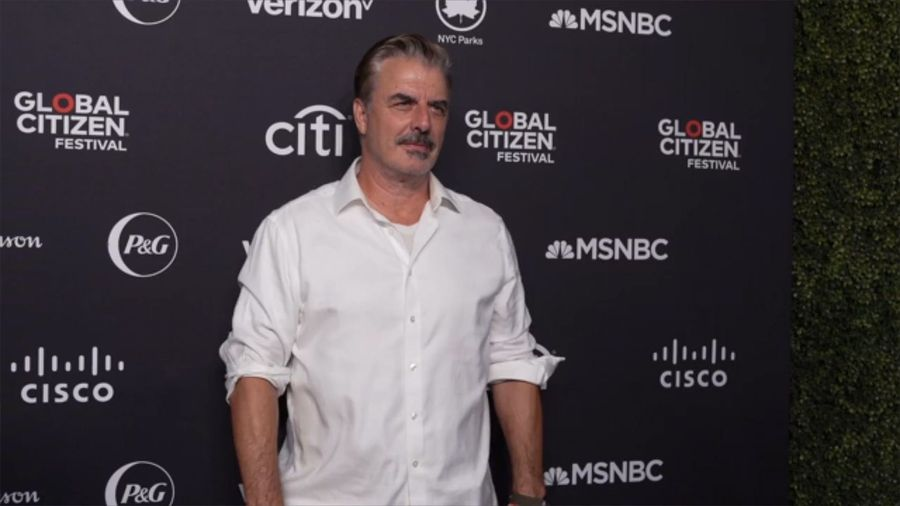 Chris Noth becomes a father of two