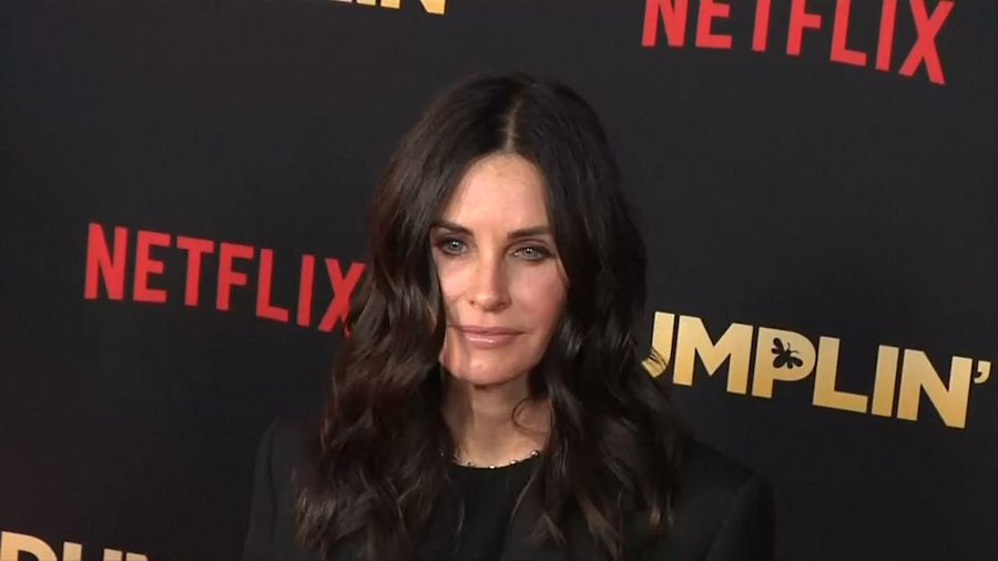 Courteney Cox revisits 'Friends' apartment block for Instagram surprise