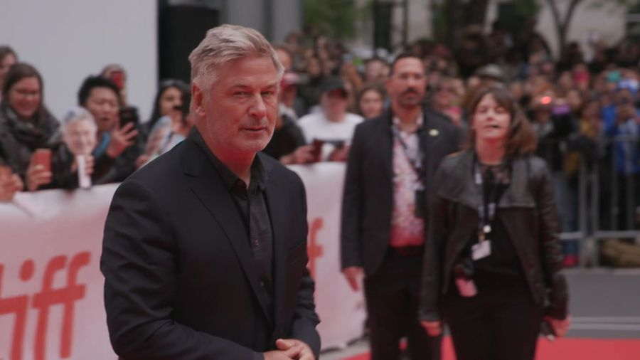 Alec Baldwin seeks to dismiss lawsuit over parking drama