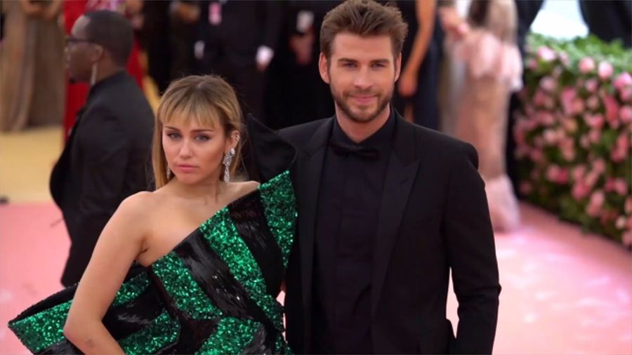 Miley Cyrus left without luggage on latest UK trip