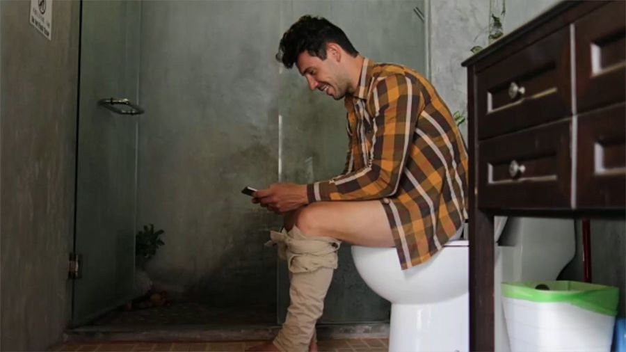 Study says 90% of Millennials use their phones in the bathroom
