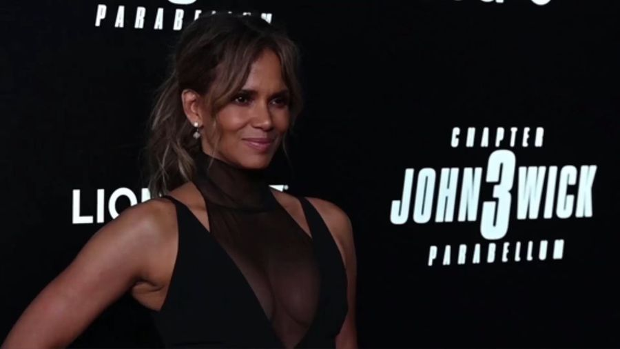 Halle Berry shows off six-pack abs