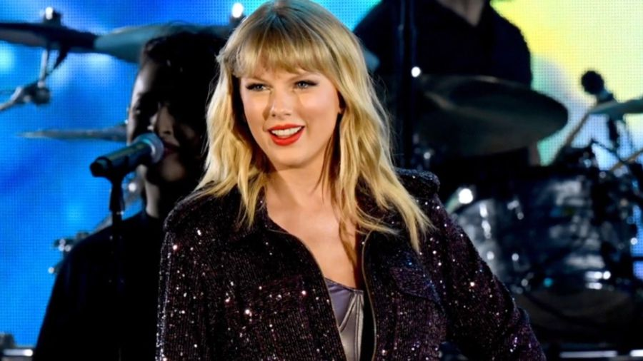 Taylor Swift gets the OK to perform old hits at Awards Show