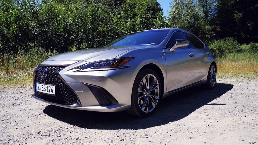 Experimental Luxury: The Lexus ES 300h