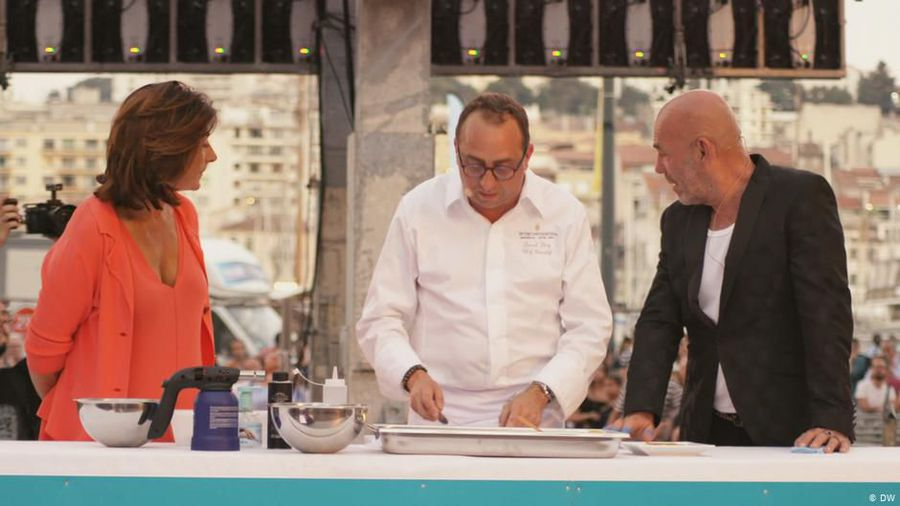 A cookery class for 1000 chefs