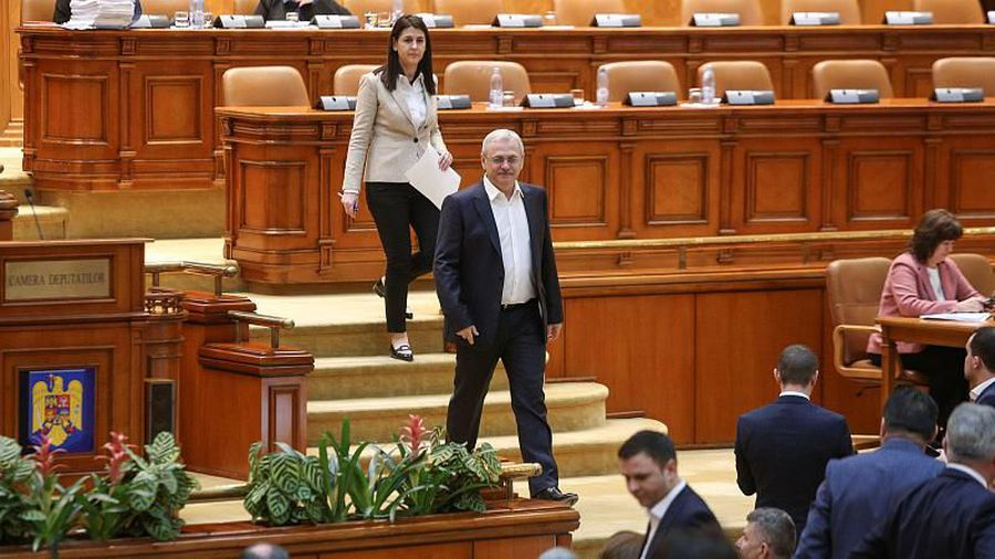 Romanian MPs back controversial bill that could end corruption cases