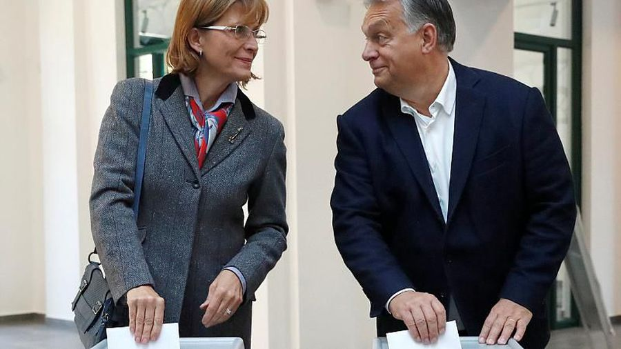 Hungarians vote in local elections which may loosen the government's grip on power