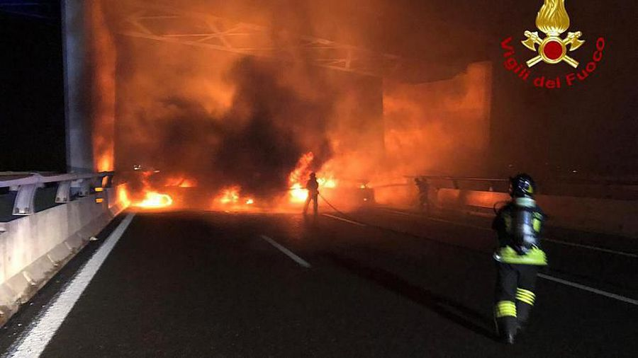 Italian bandits burn cars and scatter nails in failed highway robbery