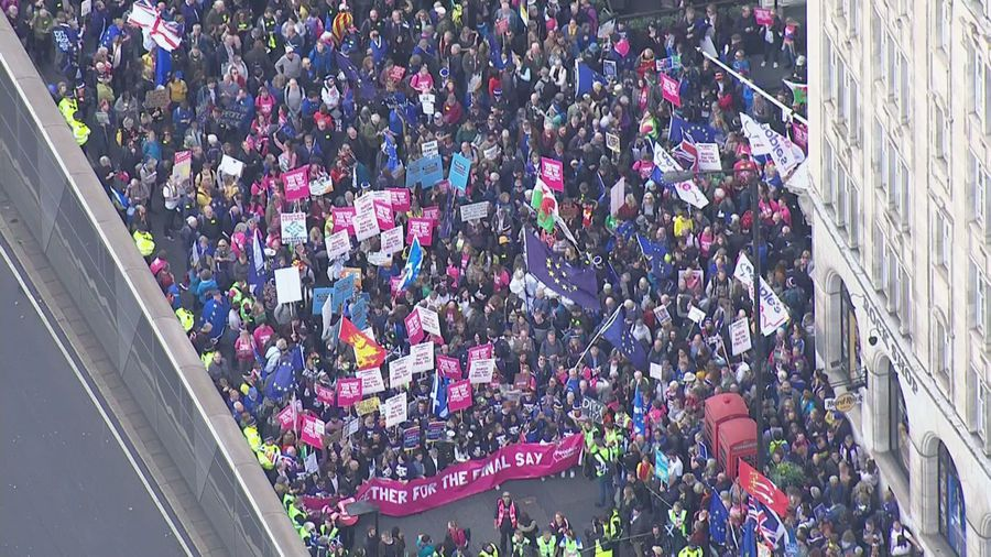 Thousands gather in central London for People's Vote march