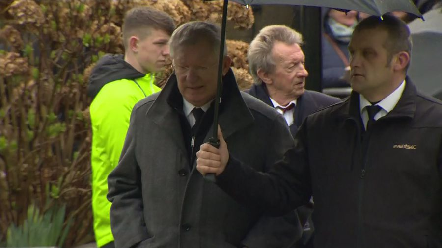 Manchester United legends gather for Harry Gregg funeral