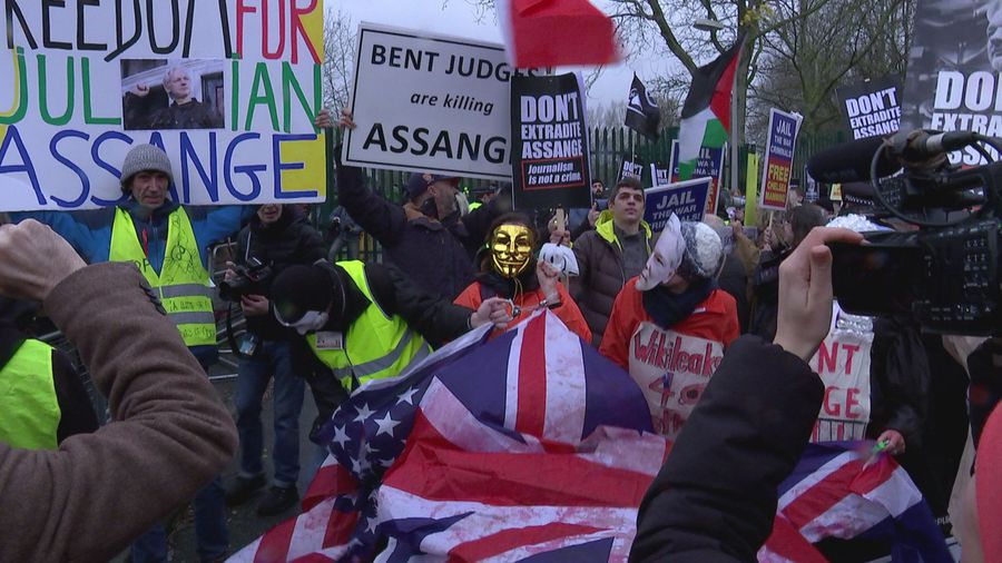 Vivienne Westwood amongst protesters at Assange hearing