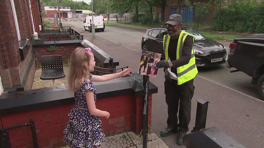 Girl learns basic BSL to talk to a deaf delivery driver