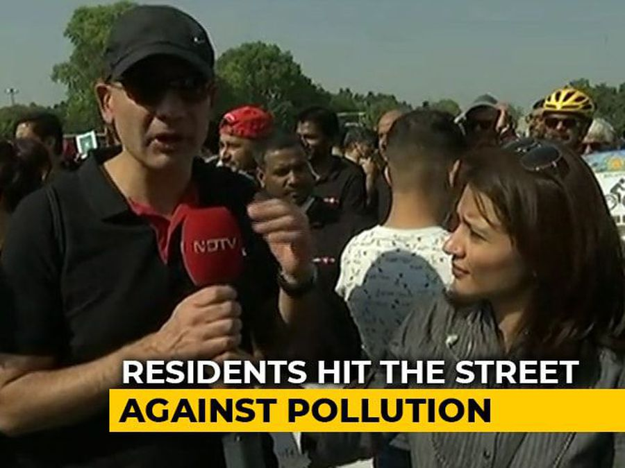 """""""Wearing Pollution Masks Not The Solution"""": Gurgaon Protesters Call For Action"""