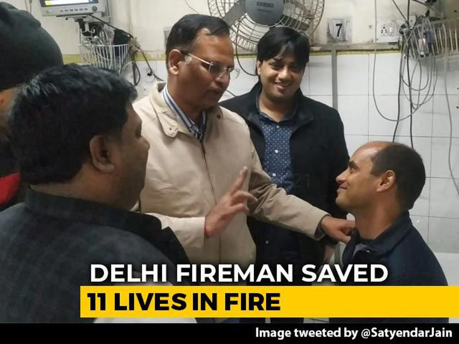 """""""Real Hero"""": Minister Showers Praise On Delhi Fireman Who Saved 11 People"""