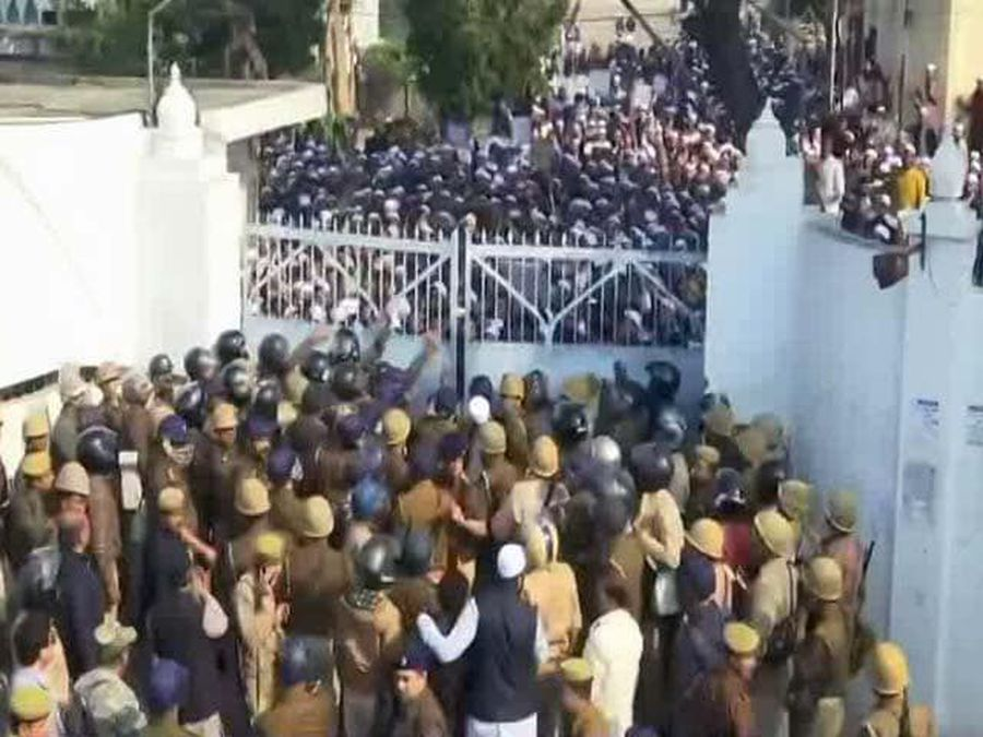 Violence at Lucknow University, Stone-Pelting Reported
