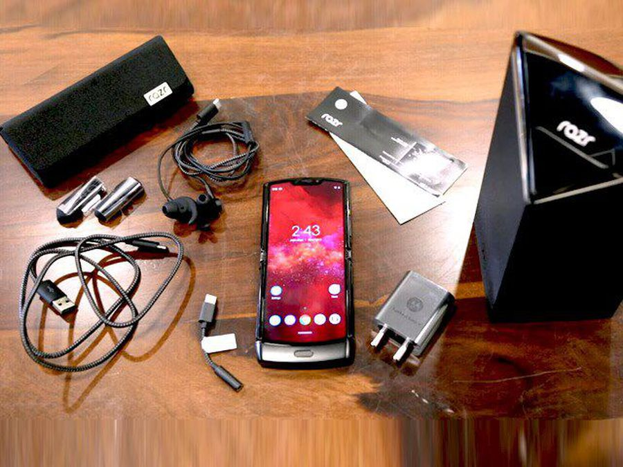 Motorola Razr Unboxing- Meet The 'Made In India' Foldable Phone