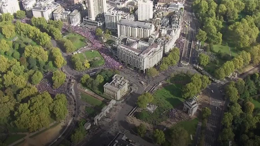 Thousands of anti-Brexit protesters march on Westminster while MPs debate deal