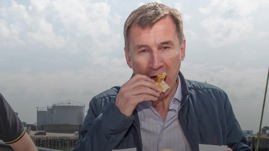 Jeremy Hunt tries to avoid 'Ed Miliband bacon sandwich moment' during fish and chips meal